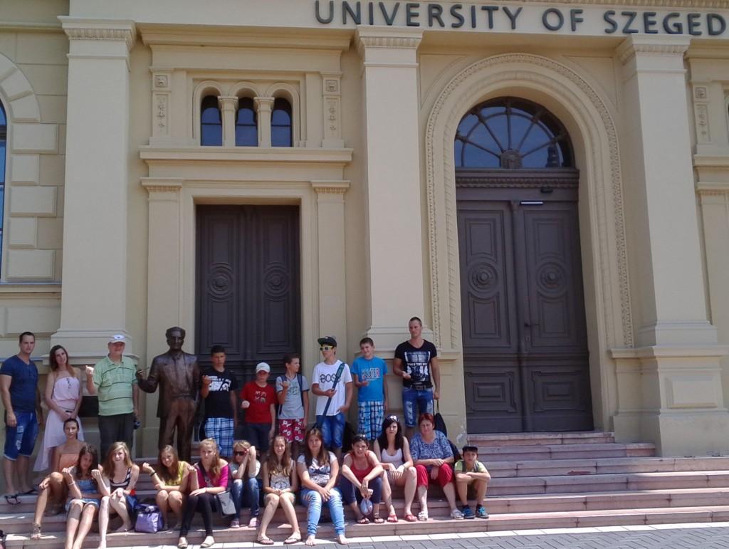 Szeged Egyetem előtt tisztelgés Szent-györgyi előtt